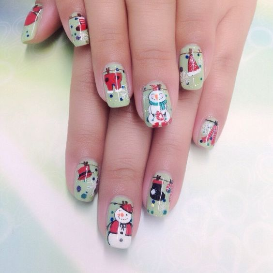 Impressive Christmas nails for party.