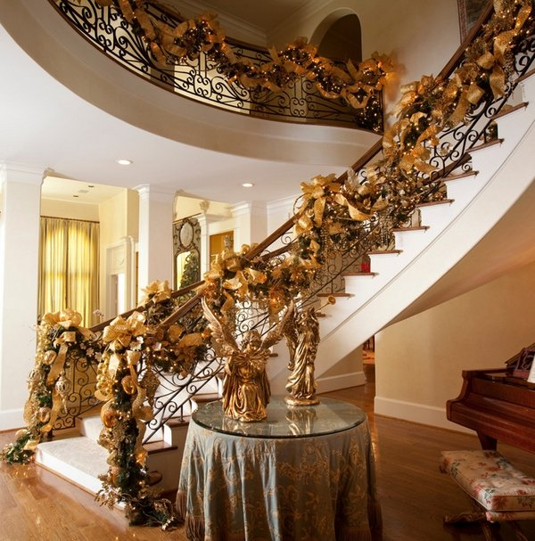 Majestic golden decor for Christmas.