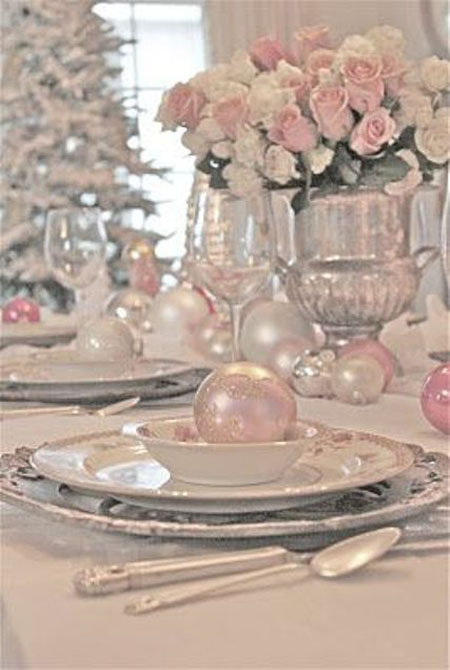 Marvelous shabby chic table decoration.