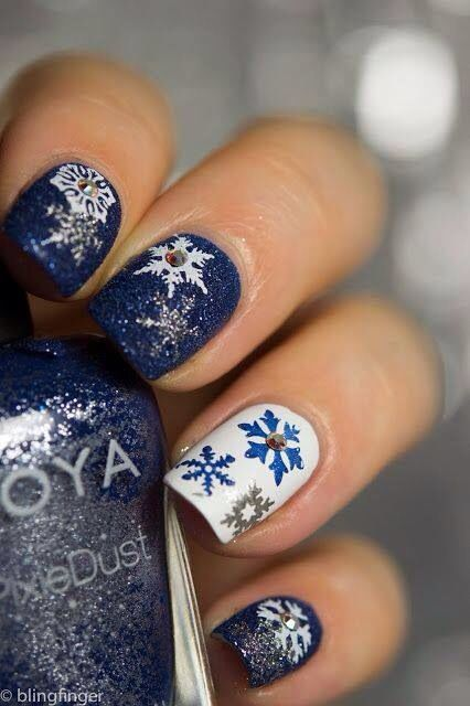 Navy blue and white snowflakes nails.