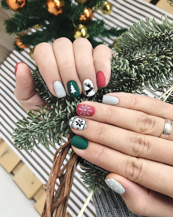 Perfect nails for Chriistmas holidays.