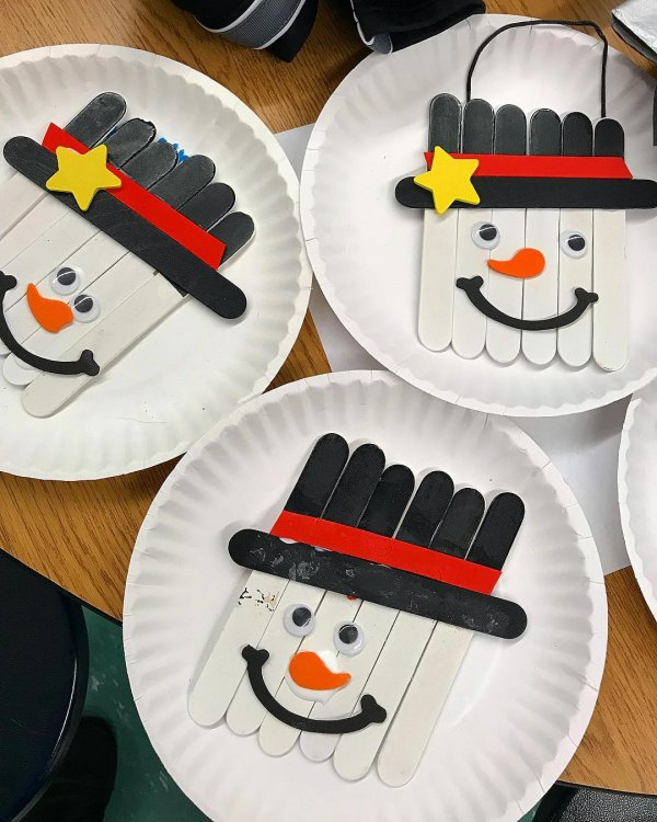 Popsicle snowman crafts for kids school activity.