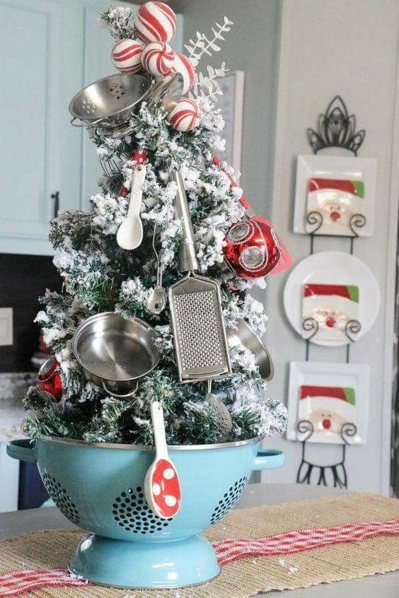 Ravishing vintage style Christmas decoration for kitchen.
