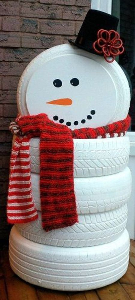 Recycled tyres as snowman for garden decor at Christmas.