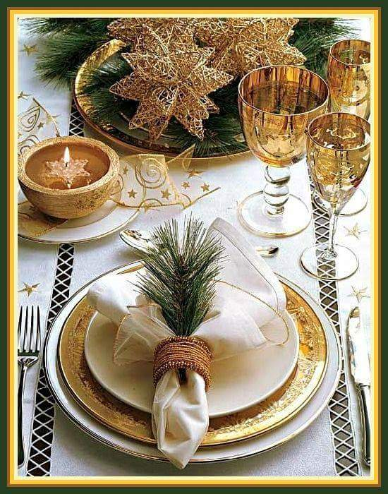 Stunning golden Christmas table decoration.