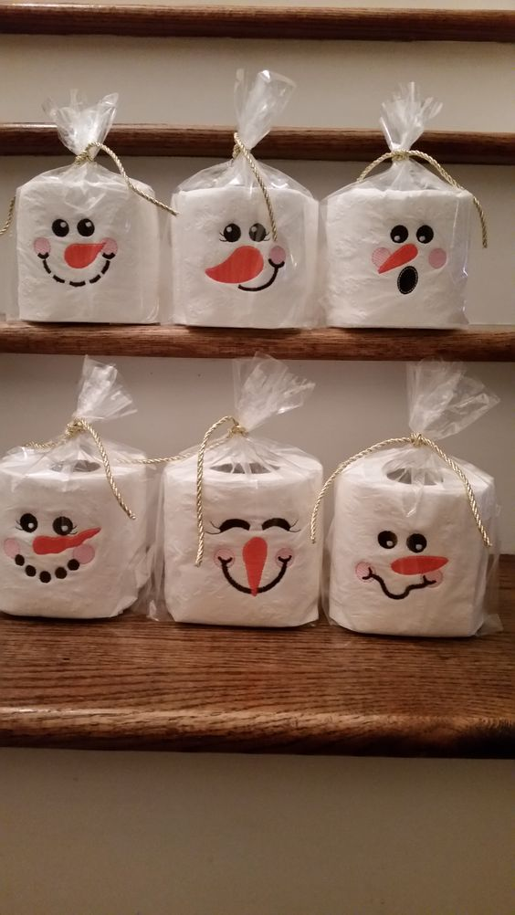 Toilet paper snowman craft for kids.