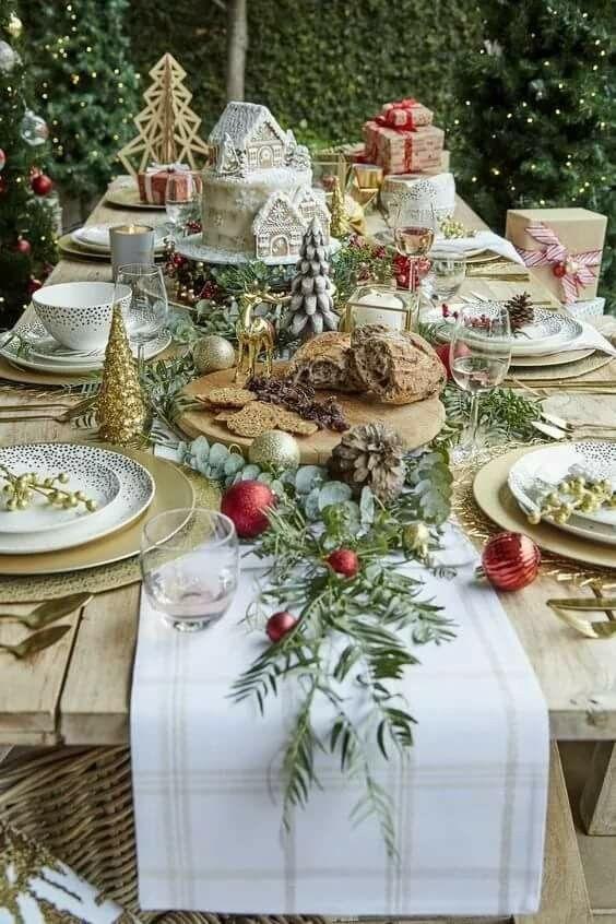 Vintage style Christmas table setting ideas.