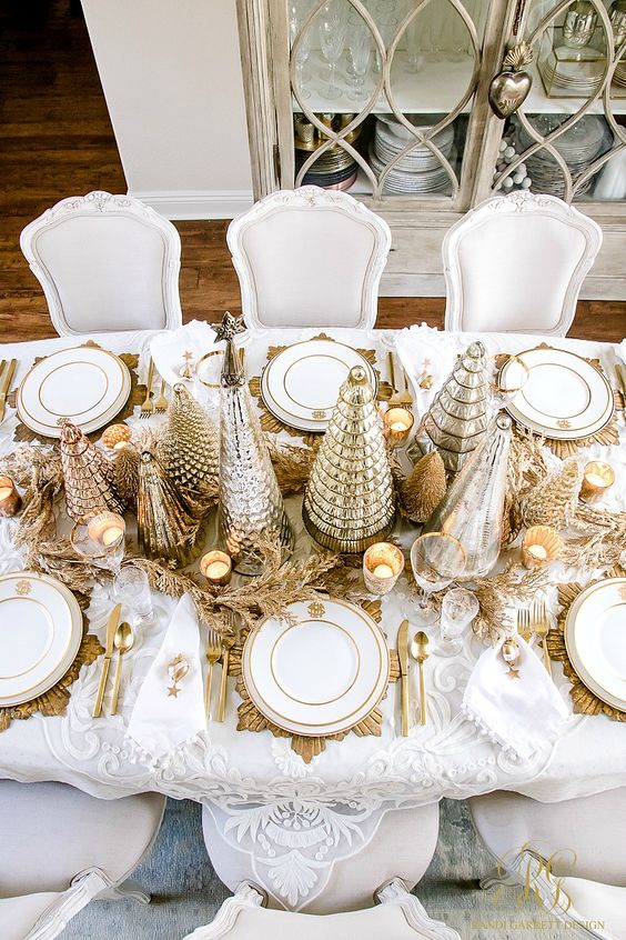 White and gold theme royal Christmas table decoration.