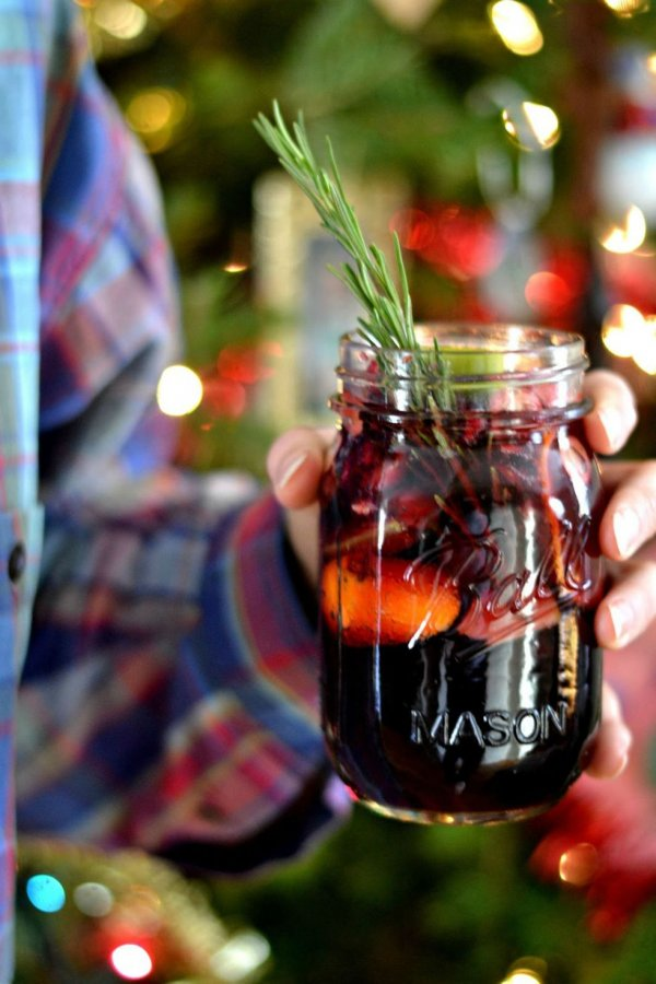 Winter sangria of red wine and cranberries.