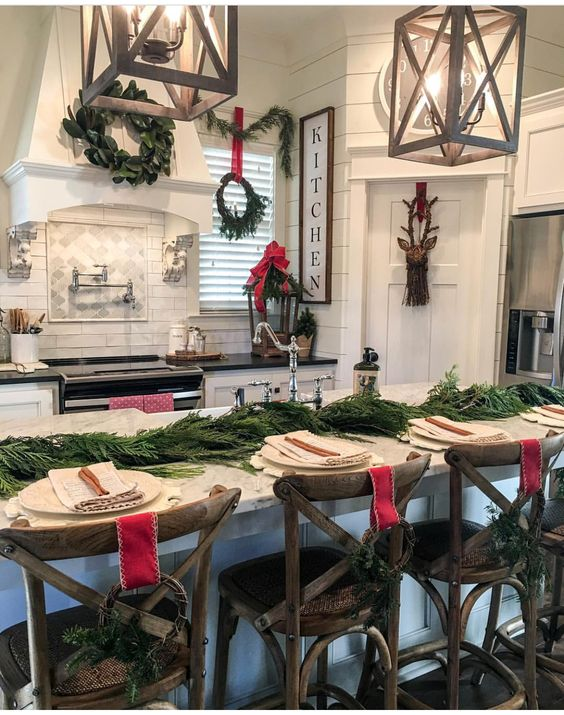Fabulous kitchen decor at Christmas.