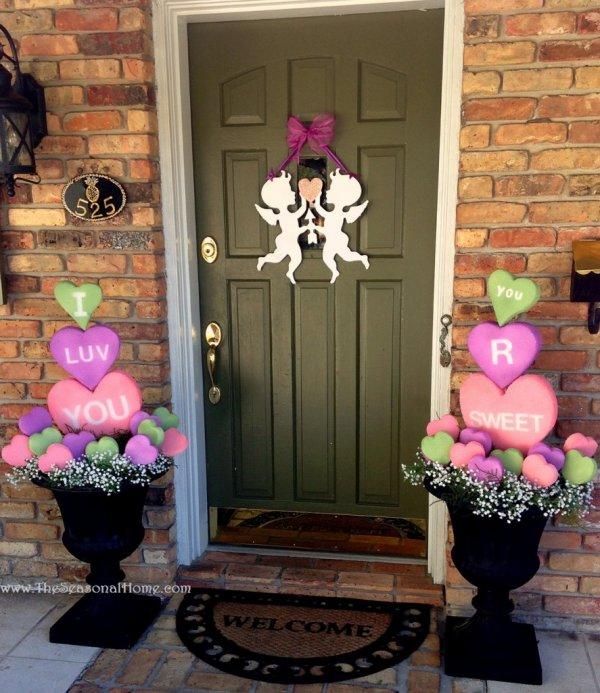 Adorable front door decoration.