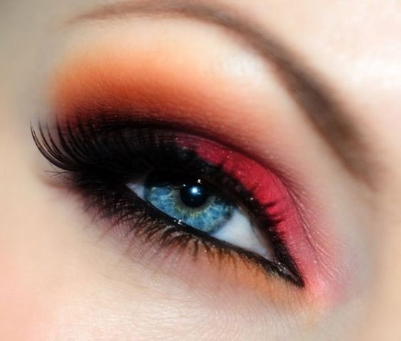 Attractive eyes for romantic look.