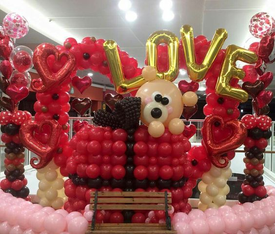 Awe-inspiring balloon art for divine party.