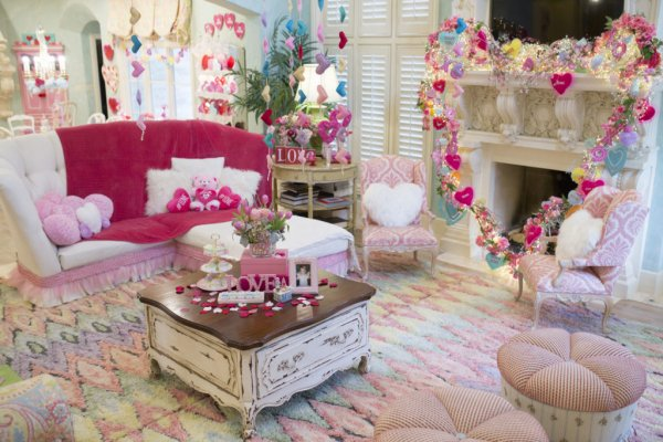 Awesome mantel decor in pink.