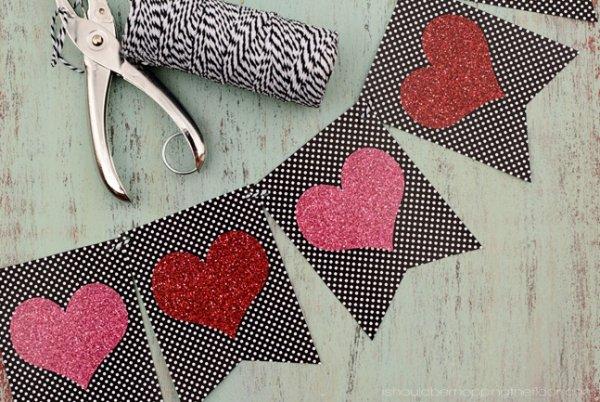 Beautiful Valentine's day garland.