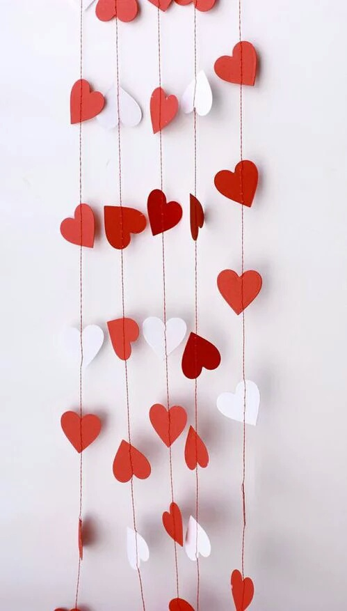 Chic red & white heart garlands.