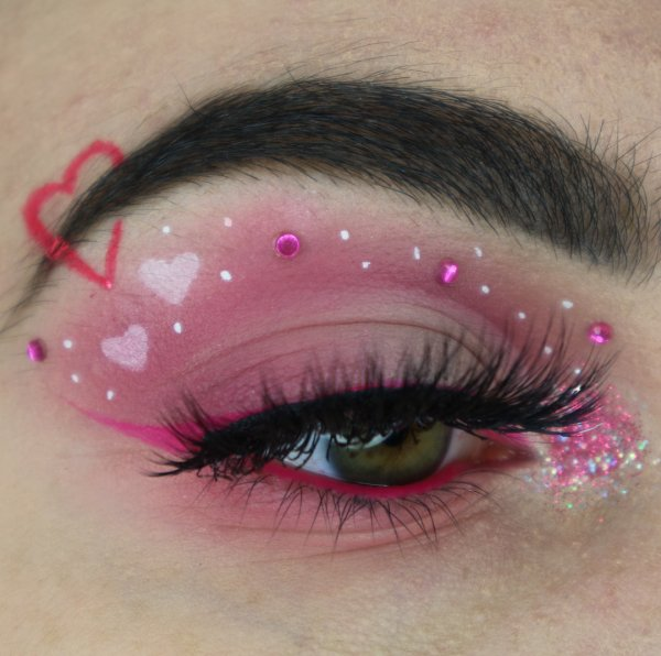 Dreamy pink makeup for this romantic date.