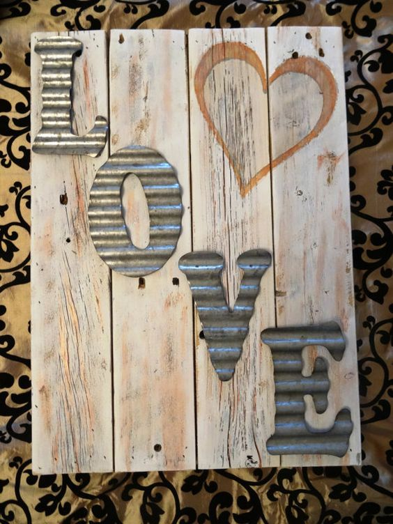 Exclusive diy pallet sign board.