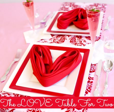 Exclusive table setting got romantic day with plastic dinner set.