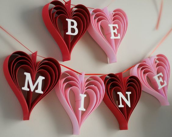 Fabulous Be Mine valentines day garland of hearts.
