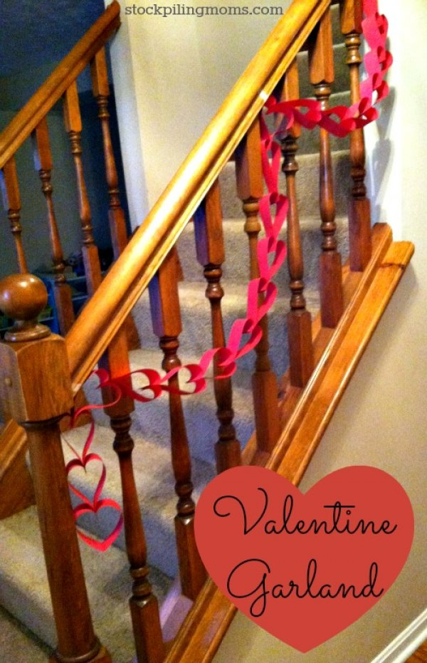 Fabulous paper heart chain as garland for Valentine's day.