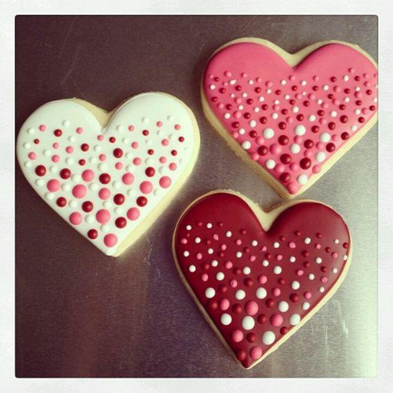Fabulous polka dots heart cookies.