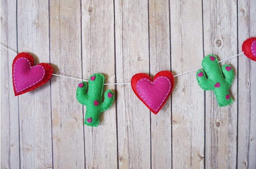 Felt Valentine's day heart & cactus garland.