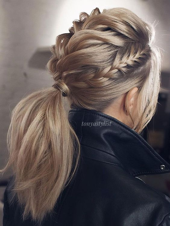 Gorgeous ponytail braid hairstyle for romantic date.