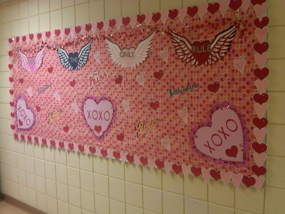 Lovely Valentines day bulletin board decoration.