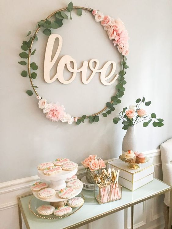 Lovely wall decor at Valentines day.