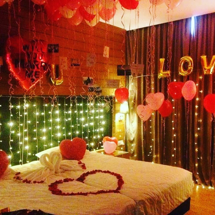 Marvelous bedroom decoration with Valentine's day.