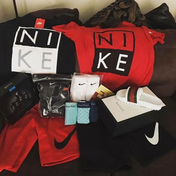 Nike gift pack for boyfriend at Valentine's day.