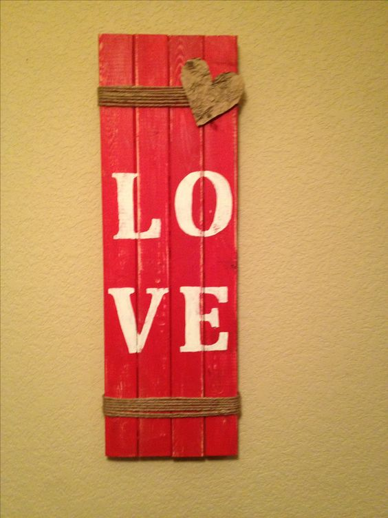 Pallet love sign board.