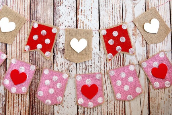 Polka dot burlap banner with heart.