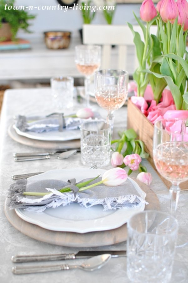 Pretty pink and grey Valentine's day table decoration.