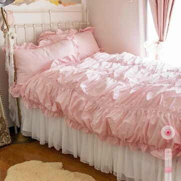 Pretty pink is perfect for Valentine's day bedroom decoration.