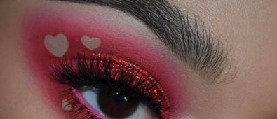 Pretty pink negative space glittery eyes.