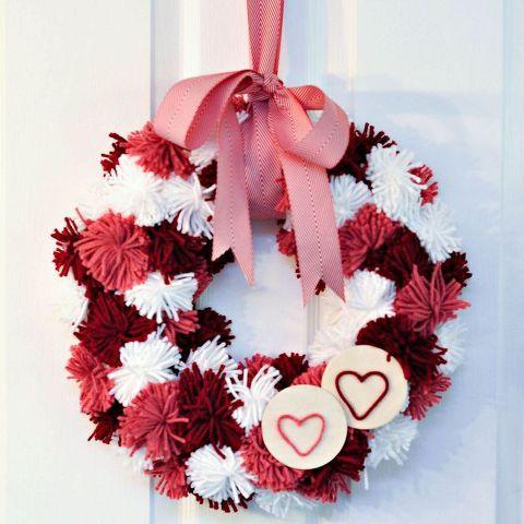 Pretty pom pom wreath for valentine.