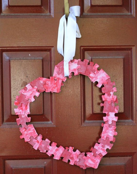 Puzzle wreath for valentine day.