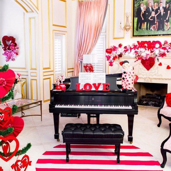Ravishing home decor for romantic party.