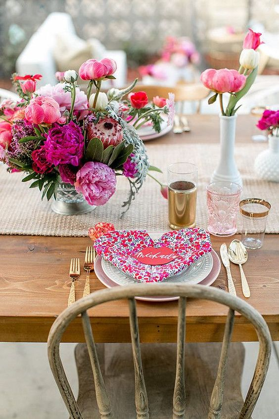 Romantic table decoration with fresh flowers.