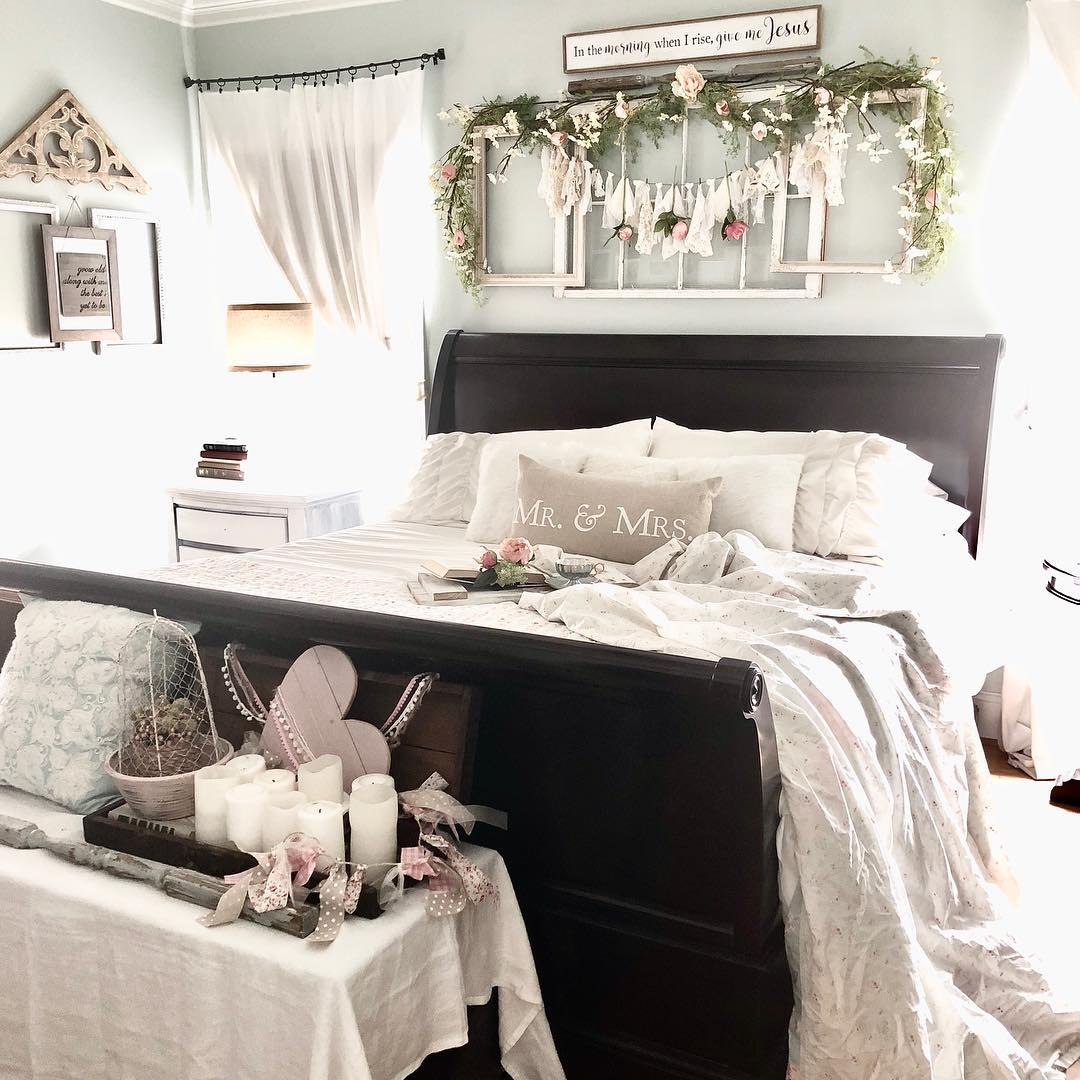 Shabby chic cottage bedroom decoration with hue of pink.