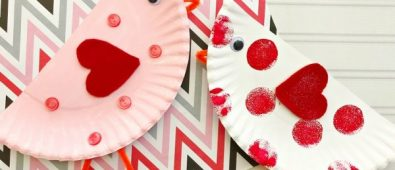 Simple paper plate Valentine bird craft.