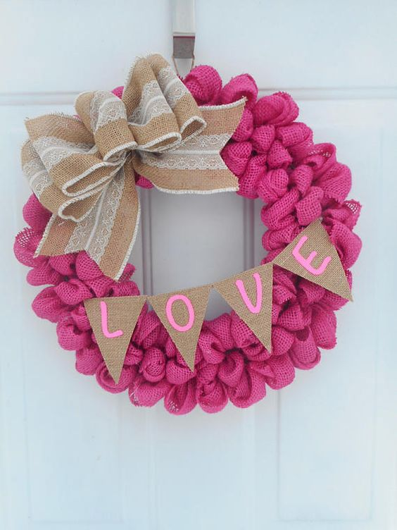 Simple pink burlap wreath.