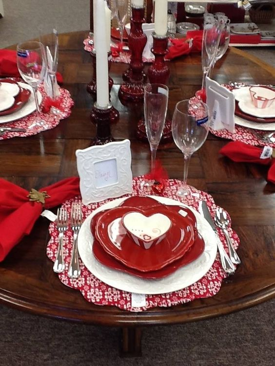 Superb idea to use heart shape cutlery for Valentine's day.
