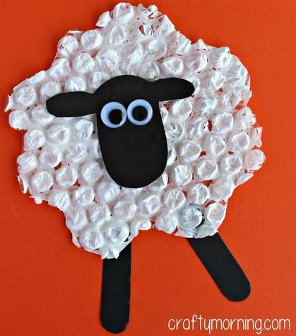 Bubble wrap sheep craft.