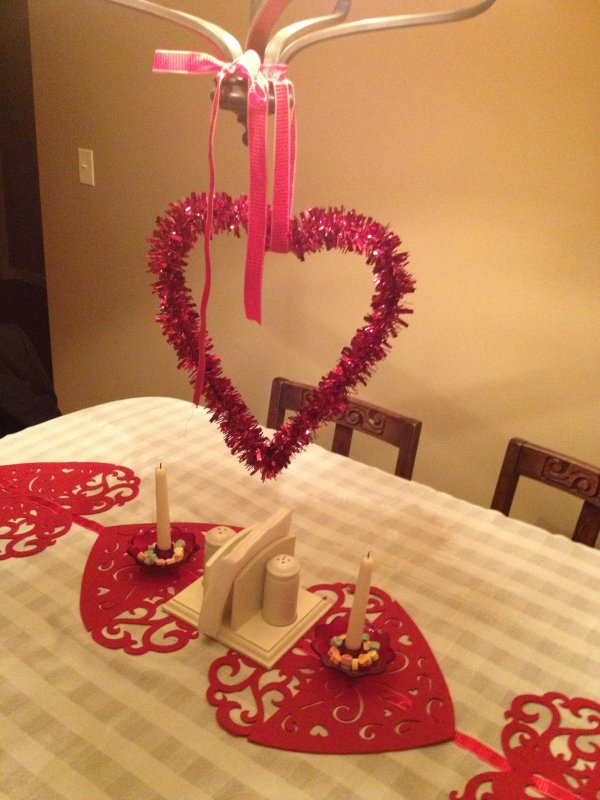 Budgetary Valentine's day table decoration.