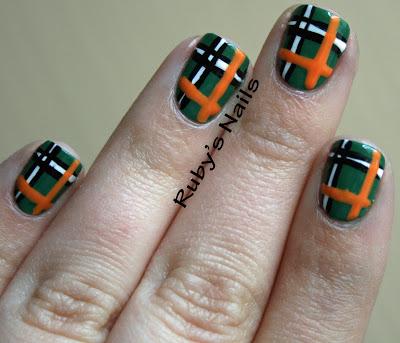 DIY plaid nails.