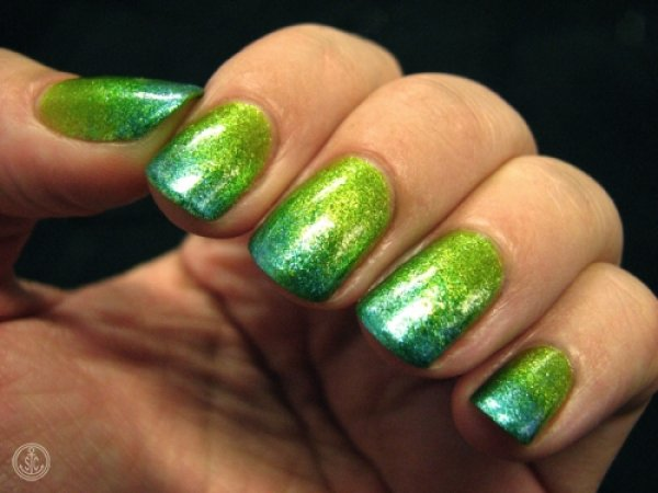 Dashing sparkle ombre nails.