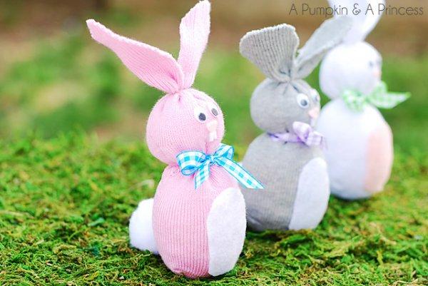 Easy socks bunny craft.